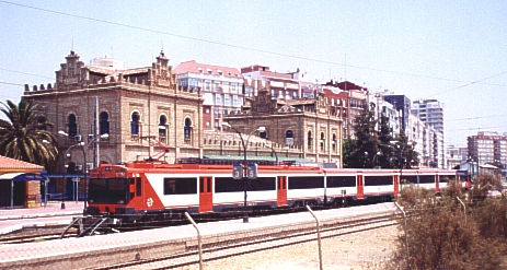 Estación de Huelva Término con Tren Regional Express destino Sevilla. 7-7-2002