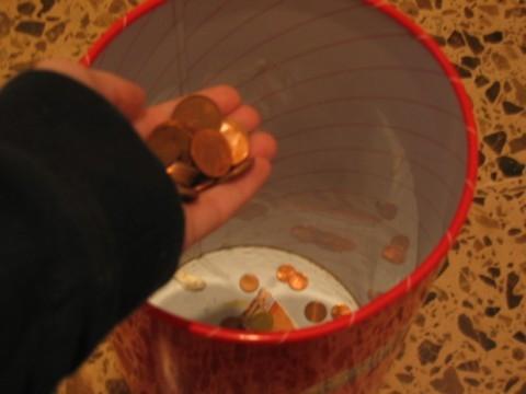 tirando_el_dinero.JPG